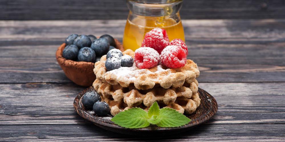healthy apple cinnamon waffles